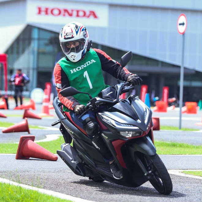 Đánh giá toàn diện 2018 Honda Click 150i giá 42 triệu đồng - 11
