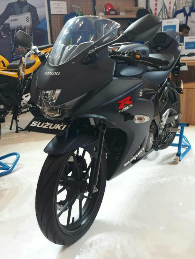 2018 Suzuki GSX-R150 ra màu mới, bủa vây Yamaha R15 - 2