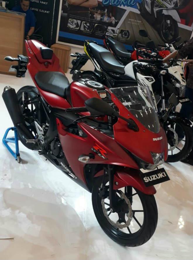 2018 Suzuki GSX-R150 ra màu mới, bủa vây Yamaha R15 - 4