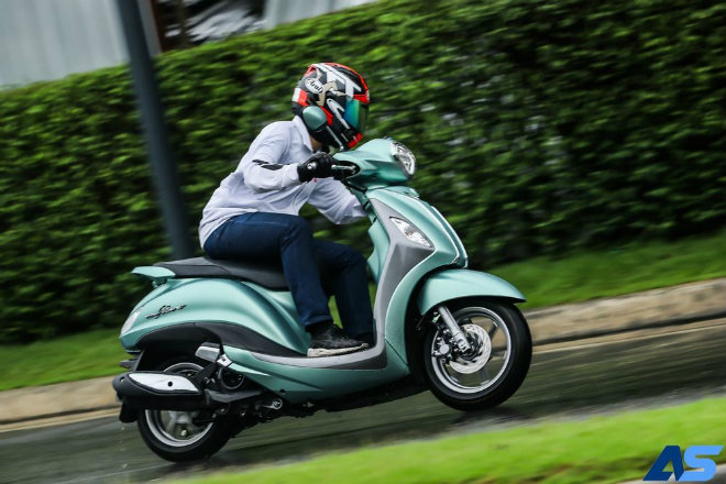 Đánh giá toàn diện Yamaha Grande Hybrid xanh ngọc bích - 12
