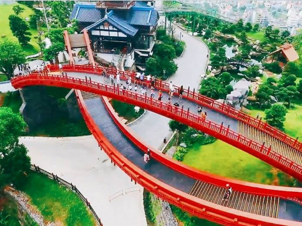 Sau cây cầu Vàng ở Đà nẵng, giới trẻ ùn ùn kéo đến check-in cầu Koi ở Hạ Long - 2