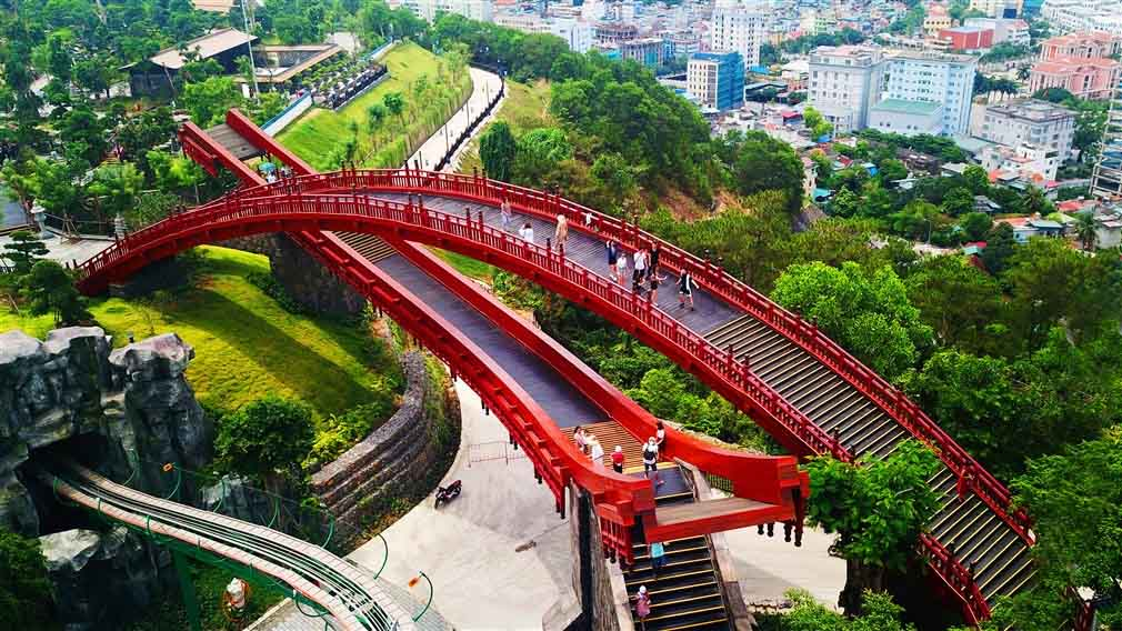 Sau cây cầu Vàng ở Đà nẵng, giới trẻ ùn ùn kéo đến check-in cầu Koi ở Hạ Long - 4