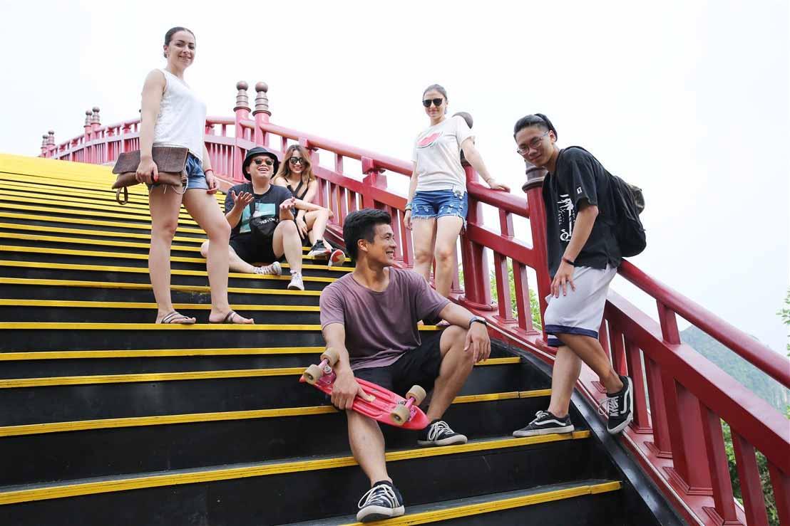 Sau cây cầu Vàng ở Đà nẵng, giới trẻ ùn ùn kéo đến check-in cầu Koi ở Hạ Long - 6