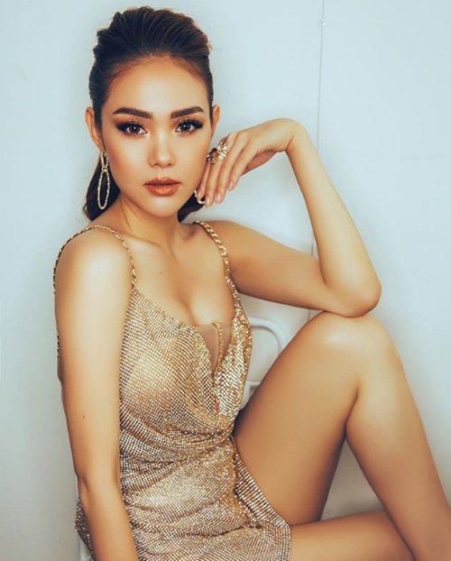 Gặp sự cố lộ áo lót, Minh Hằng vẫn được khen xinh đẹp như nữ thần