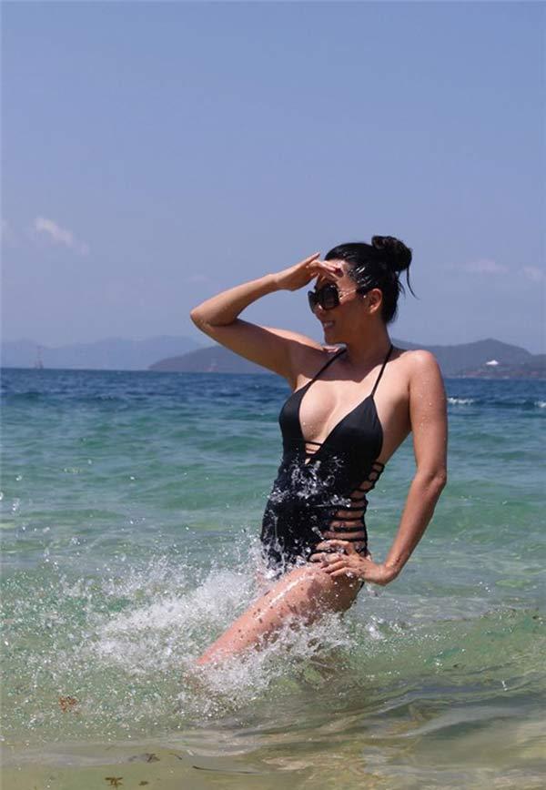 MC Nguyễn Cao Kỳ Duyên mặc bikini quá nóng bỏng khiến gái 20 phải nể - hình ảnh 7