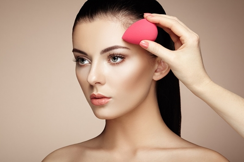 Hết hồn trào lưu dùng bao cao su để makeup của chị em - 1
