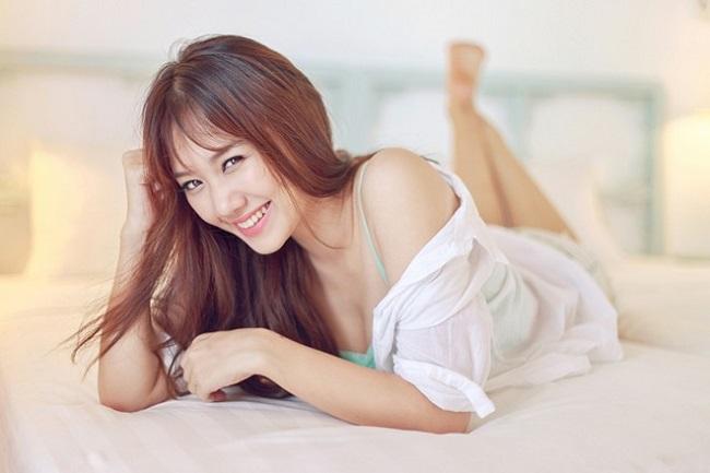 Vợ Trường Giang, Trấn Thành mặc khoe eo, giấu quần cực gợi cảm - hình ảnh 19