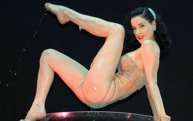Nội y đã mặc là phải gợi cảm tuyệt đối như vũ nữ thoát y được Beckham ái mộ - hình ảnh 2