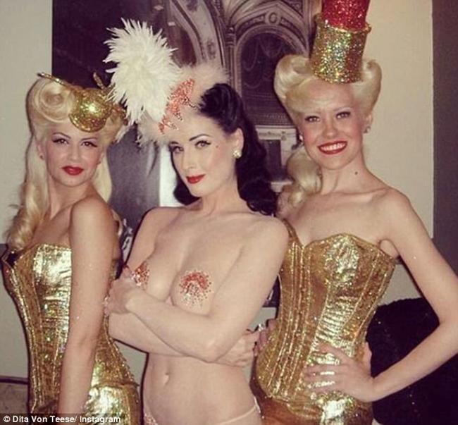 Nội y đã mặc là phải gợi cảm tuyệt đối như vũ nữ thoát y được Beckham ái mộ - hình ảnh 5