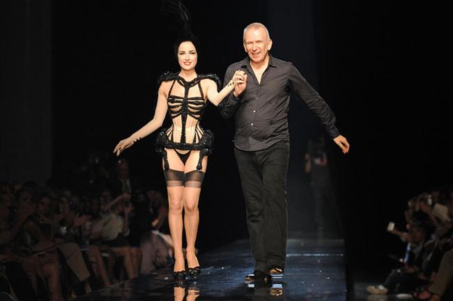 Nội y đã mặc là phải gợi cảm tuyệt đối như vũ nữ thoát y được Beckham ái mộ - hình ảnh 7