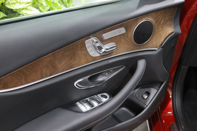 Giá xe Mercedes E-Class cập nhật tháng 10/2018: E300 AMG giá từ 2,769 tỷ đồng - 5