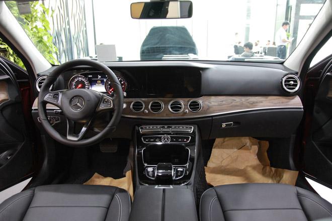 Giá xe Mercedes E-Class cập nhật tháng 10/2018: E300 AMG giá từ 2,769 tỷ đồng - 4