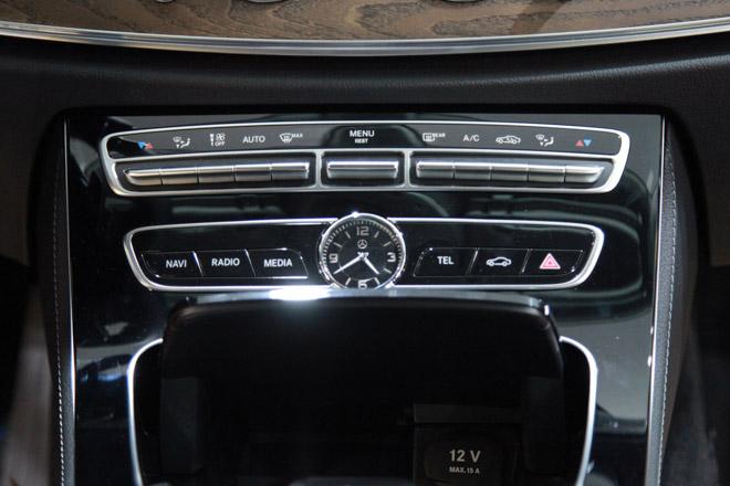 Giá xe Mercedes E-Class cập nhật tháng 10/2018: E300 AMG giá từ 2,769 tỷ đồng - 10