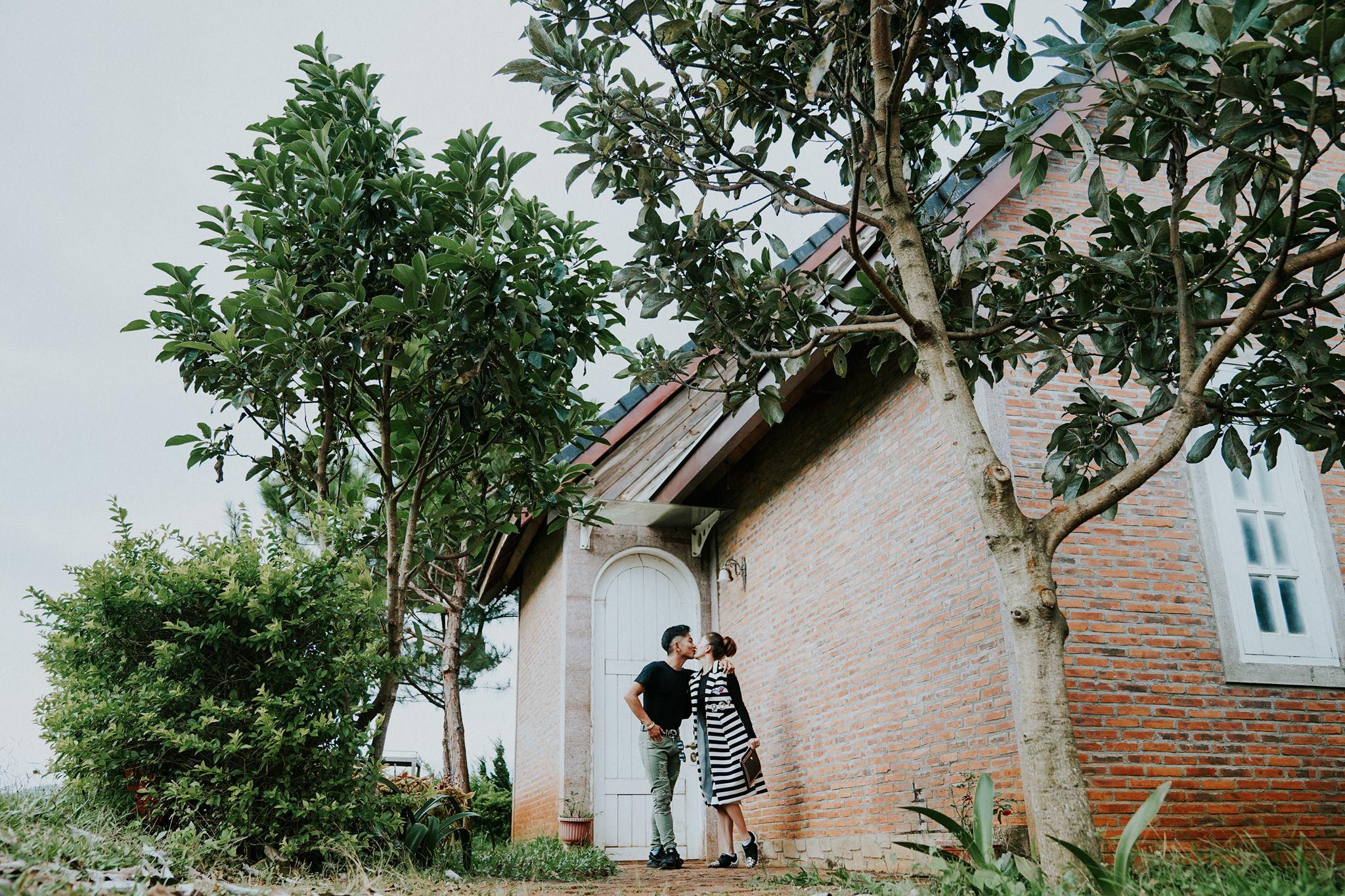 Phan Hiển, Khánh Thi trao nhau nụ hôn ngọt ngào sau tin đồn lục đục - hình ảnh 4