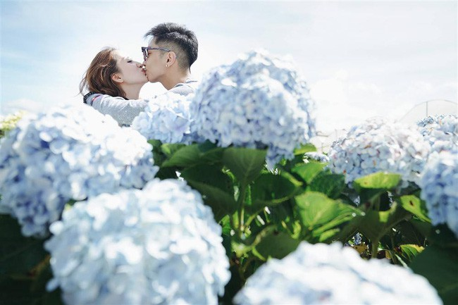 Phan Hiển, Khánh Thi trao nhau nụ hôn ngọt ngào sau tin đồn lục đục - hình ảnh 1