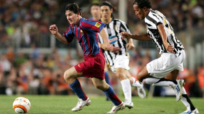 """Tròn 13 năm Messi ra mắt Barca: Thế giới biết ơn, Real siêu """"ghen tị"""" - 1"""