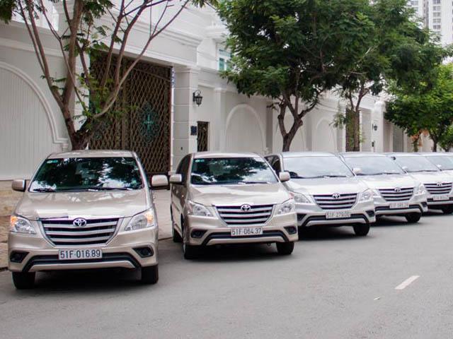 Giá cho thuê xe du lịch, xe tự lái từ 4 chỗ đến 45 chỗ tại Hà Nội