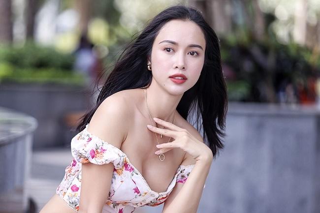 """Những chiếc váy """"để đời"""" khiến Vũ Ngọc Anh, Mai Phương Thúy lúng túng che chắn - hình ảnh 3"""