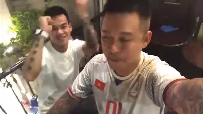 """U23 Việt Nam thắng Syria: Sao Việt đồng loạt xuống đường """"đi bão"""""""