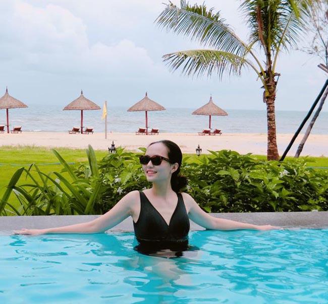 """Mặc áo tắm, bạn gái Văn Toàn, Văn Thanh, Duy Mạnh """"hot"""" 100% - hình ảnh 16"""