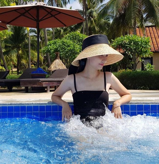 """Mặc áo tắm, bạn gái Văn Toàn, Văn Thanh, Duy Mạnh """"hot"""" 100% - hình ảnh 17"""