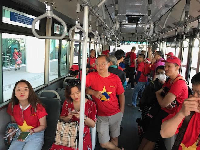 CĐV nhuộm đỏ Tân Sơn Nhất, sang Indonesia xem U23 Việt Nam - U23 Hàn Quốc - 3