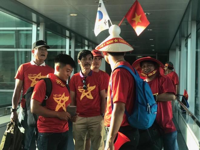 CĐV nhuộm đỏ Tân Sơn Nhất, sang Indonesia xem U23 Việt Nam - U23 Hàn Quốc - 4