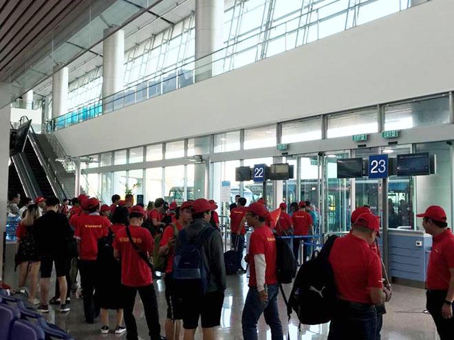 CĐV nhuộm đỏ Tân Sơn Nhất, sang Indonesia xem U23 Việt Nam - U23 Hàn Quốc - 2