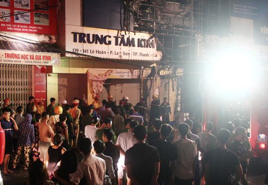 Cháy lớn trên phố sầm uất nhất Thanh Hóa, tân Giám đốc Công an tỉnh tới hiện trường - 3