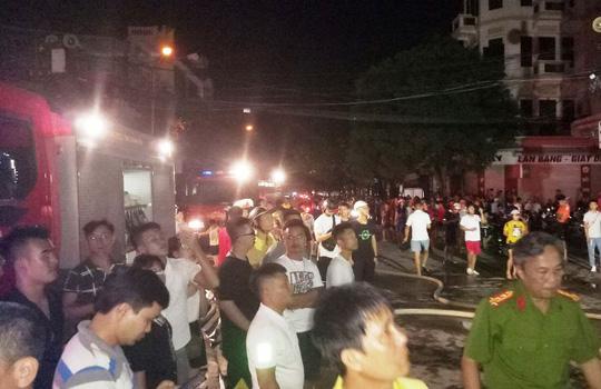 Cháy lớn trên phố sầm uất nhất Thanh Hóa, tân Giám đốc Công an tỉnh tới hiện trường - 5