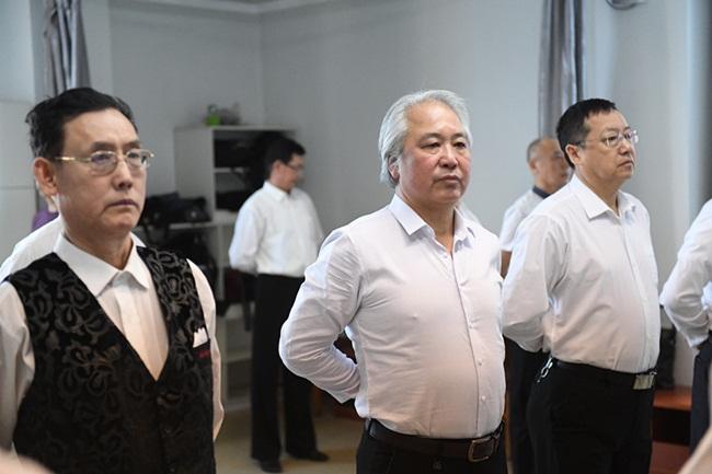 Nam giới trung niên Trung Quốc học làm người mẫu - hình ảnh 2