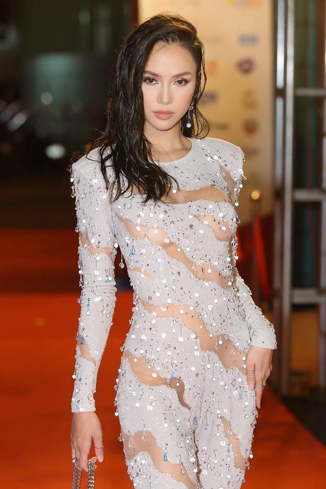 Vũ Ngọc Anh tiết lộ điều nguy hiểm sau chiếc váy quây trễ tràng - hình ảnh 4