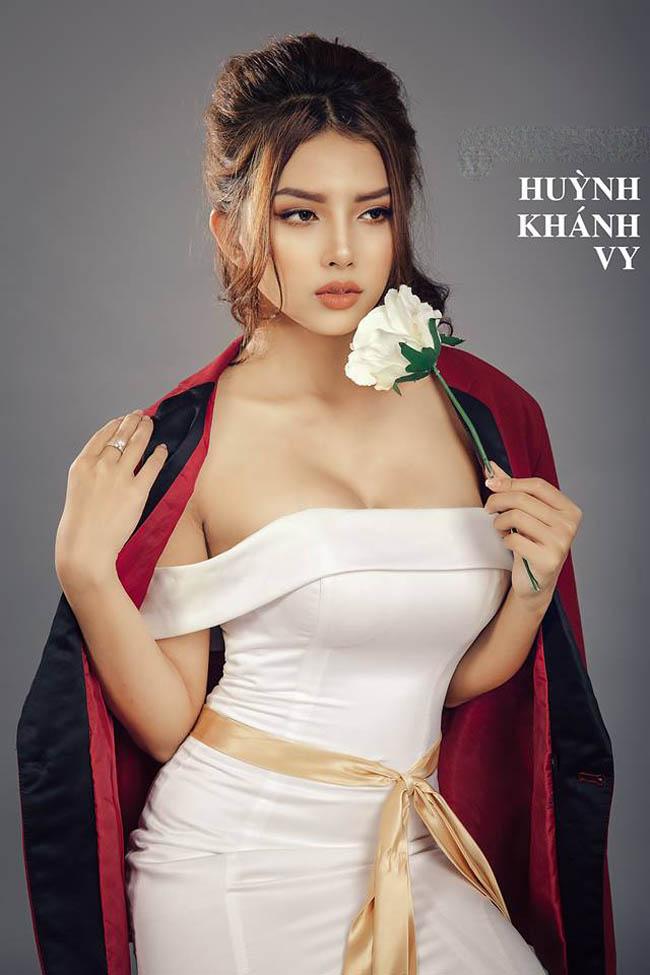 Tiết lộ cách đẹp gợi cảm của bạn gái Phan Mạnh Quỳnh, Hồ Việt Trung - hình ảnh 12