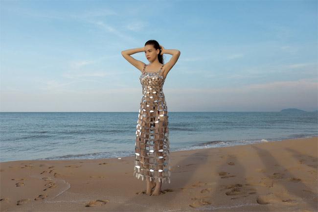 Những bộ váy mặc như không gây tranh cãi của Thuỷ Tiên, Hà Hồ và người đẹp Việt - hình ảnh 3