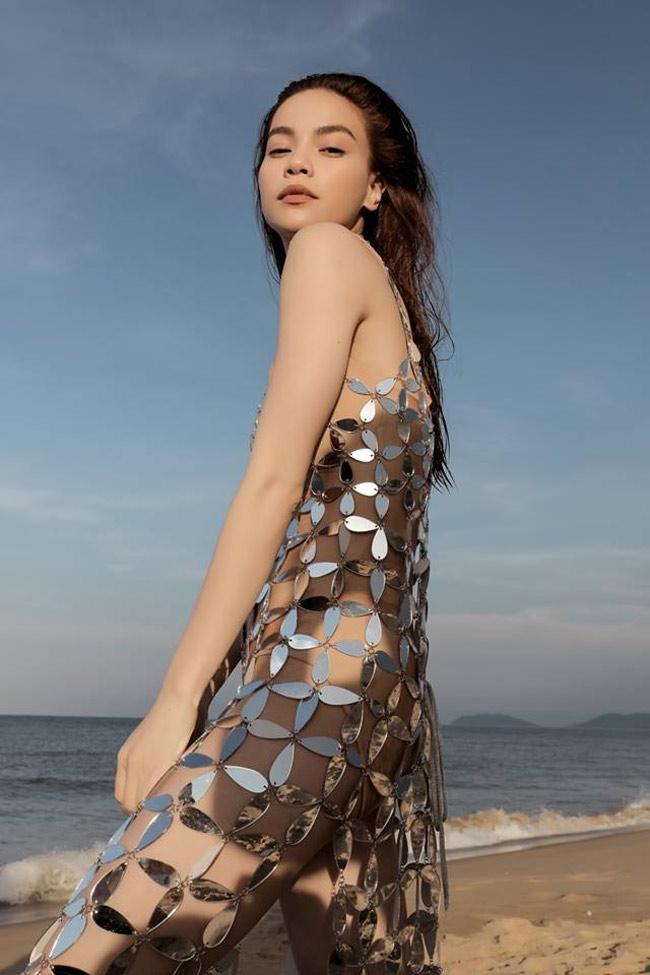Những bộ váy mặc như không gây tranh cãi của Thuỷ Tiên, Hà Hồ và người đẹp Việt - hình ảnh 4