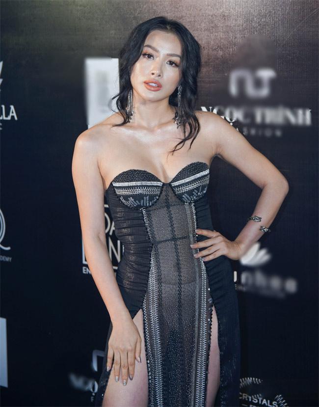 Những bộ váy mặc như không gây tranh cãi của Thuỷ Tiên, Hà Hồ và người đẹp Việt - hình ảnh 13
