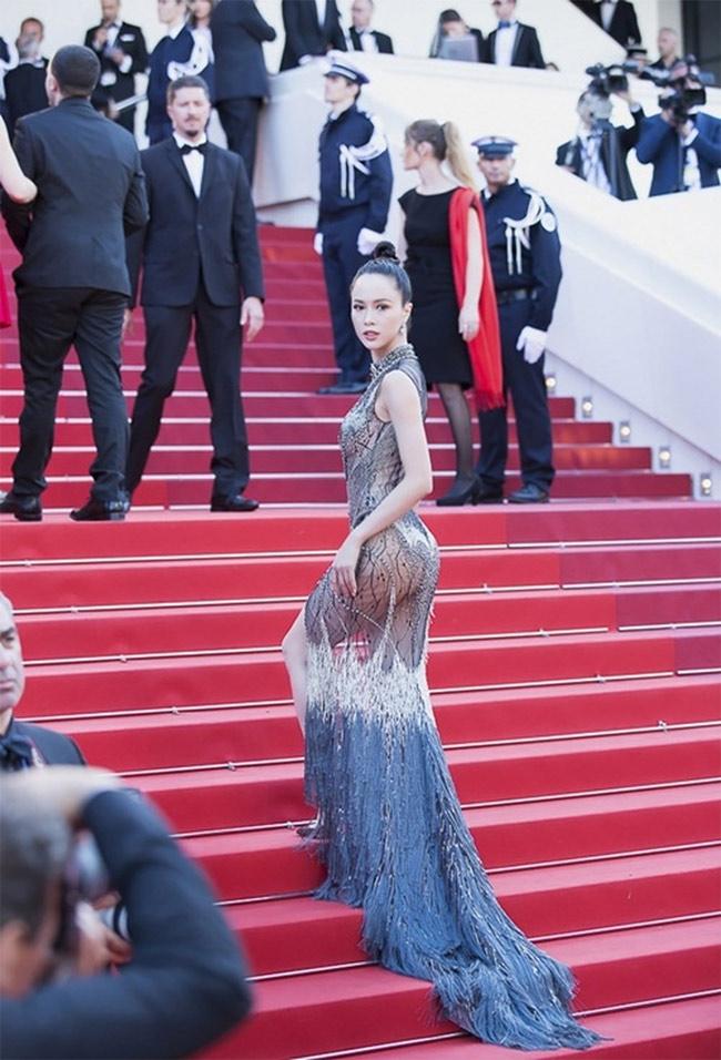 Những bộ váy mặc như không gây tranh cãi của Thuỷ Tiên, Hà Hồ và người đẹp Việt - hình ảnh 16