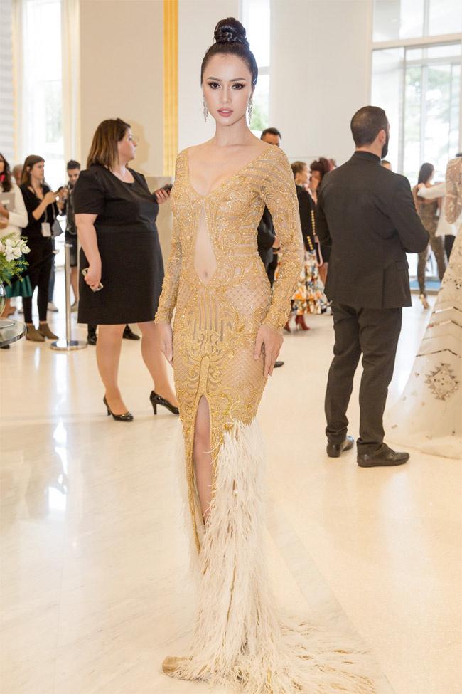 Những bộ váy mặc như không gây tranh cãi của Thuỷ Tiên, Hà Hồ và người đẹp Việt - hình ảnh 15