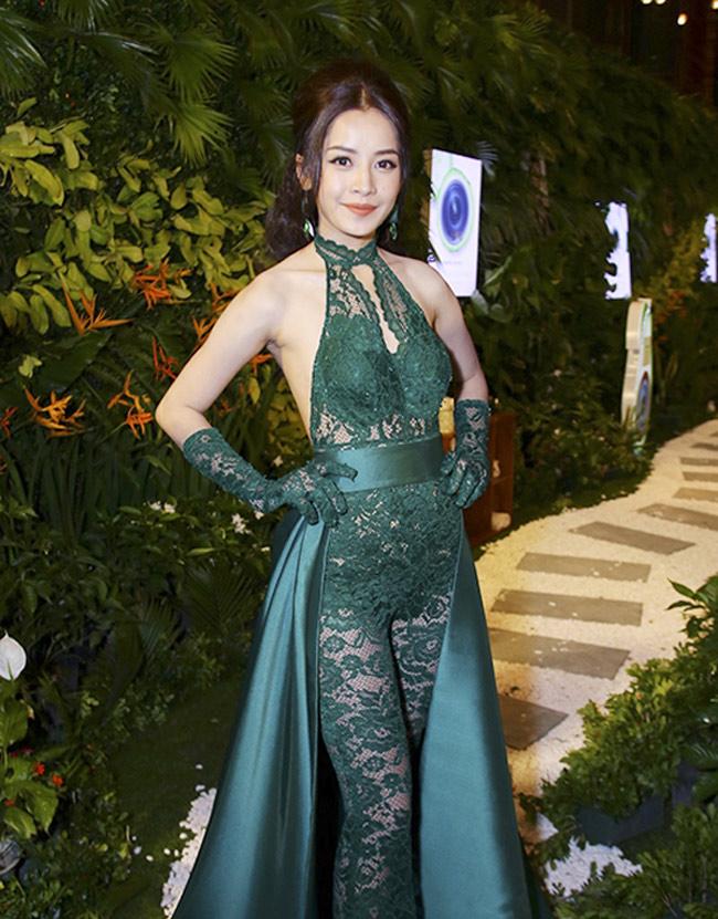 Những bộ váy mặc như không gây tranh cãi của Thuỷ Tiên, Hà Hồ và người đẹp Việt - hình ảnh 17