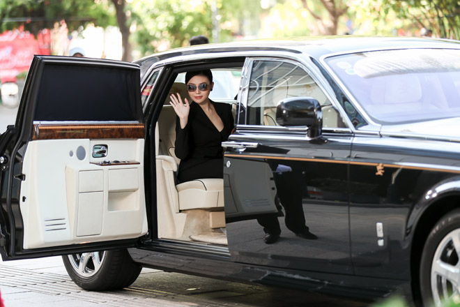 Sau khi cưới đại gia, mỹ nữ Vũng Tàu ở biệt thự, đi 2 siêu xe tổng 120 tỷ đồng - hình ảnh 2