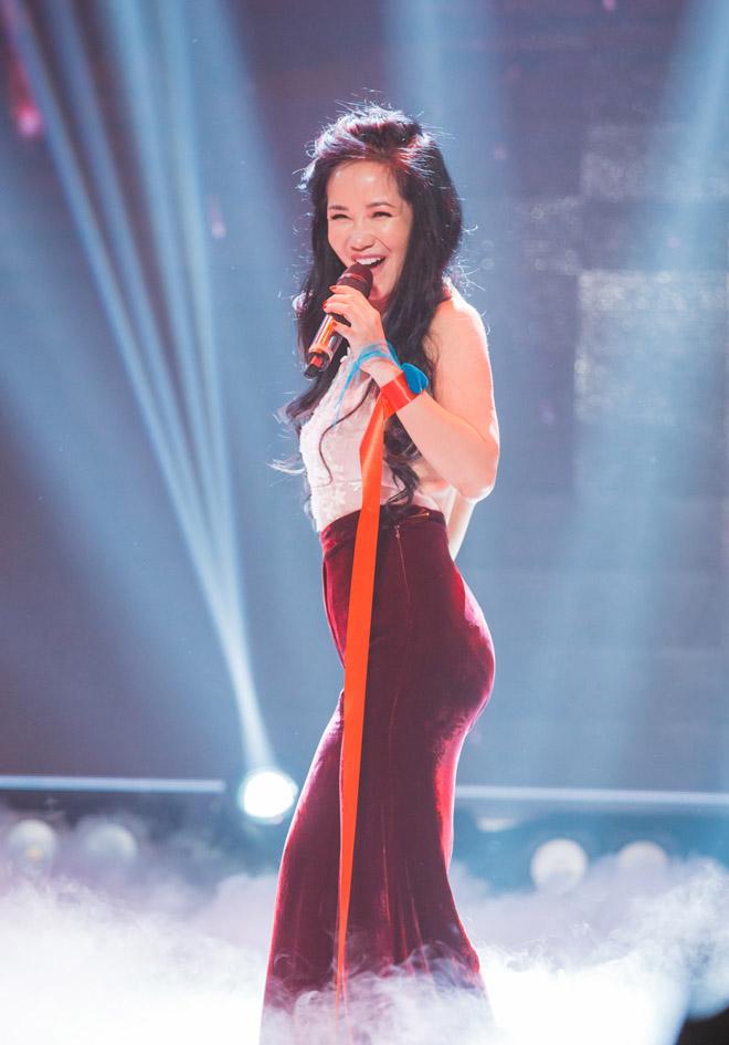 Sau chia tay chồng Tây, Hồng Nhung U50 gây choáng vì quá sexy - hình ảnh 1