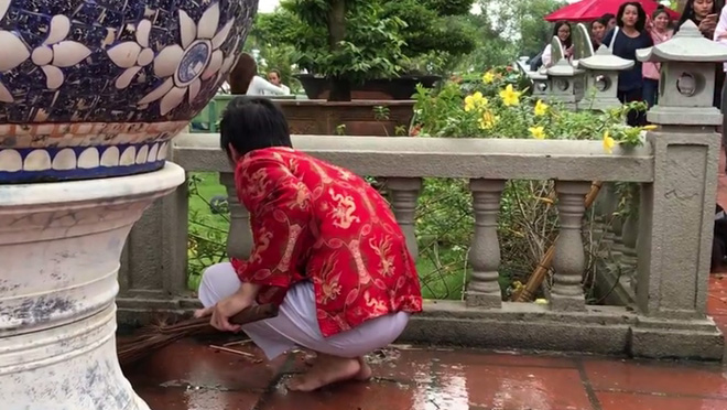 Điều bất ngờ trên đôi chân của Hoài Linh khiến đàn em thấy thương - hình ảnh 8