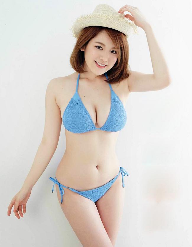 2 mẫu Nhật nóng bỏng vô tư làm điều xấu hổ trên truyền hình - hình ảnh 2