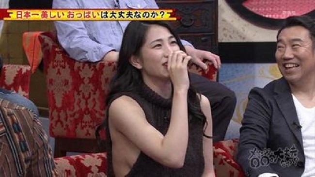 2 mẫu Nhật nóng bỏng vô tư làm điều xấu hổ trên truyền hình - hình ảnh 13