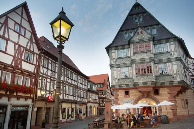 Những ngôi làng huyền bí nằm giữa lòng châu Âu - hình ảnh 12