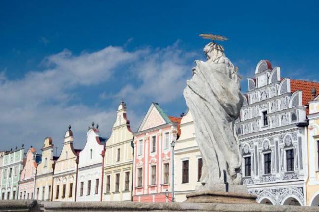 Những ngôi làng huyền bí nằm giữa lòng châu Âu - hình ảnh 16