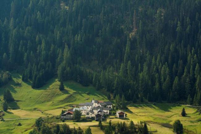 Những ngôi làng huyền bí nằm giữa lòng châu Âu - hình ảnh 19
