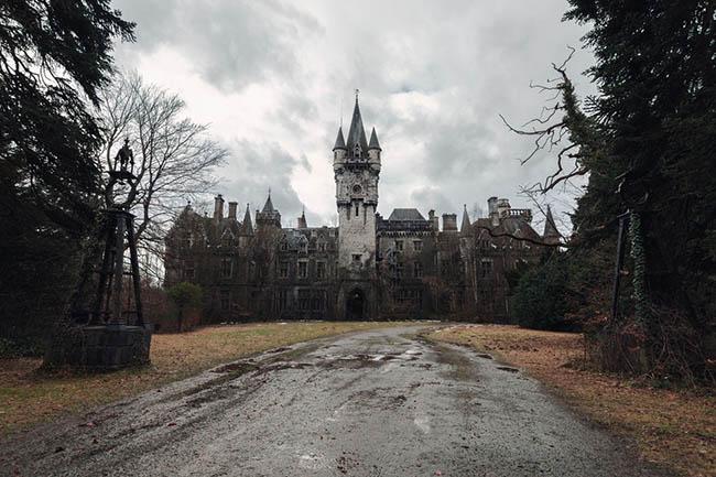 Những địa danh bị bỏ hoang vẫn đẹp mê hồn, du khách dù sợ vẫn kéo tới ầm ầm - hình ảnh 2