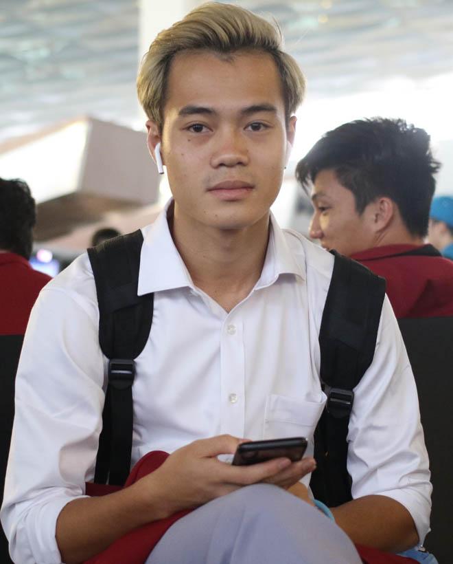 Bùi Tiến Dũng, Công Phượng cùng tuyển U23 Việt Nam mặc sơ mi bảnh bao về nước - hình ảnh 7