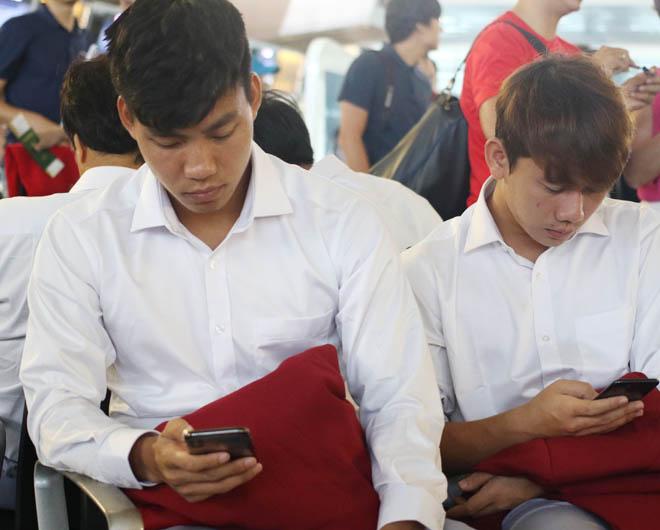 Bùi Tiến Dũng, Công Phượng cùng tuyển U23 Việt Nam mặc sơ mi bảnh bao về nước - hình ảnh 13